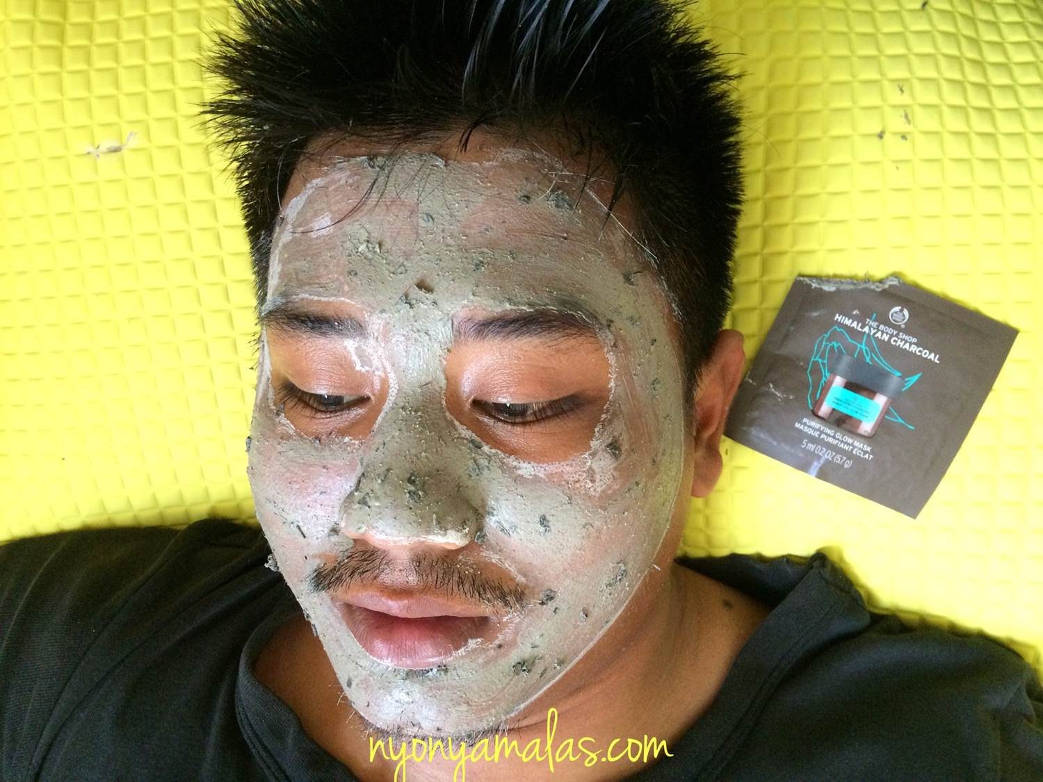 masker-the-body-shop-super-food-himalayan-charcoal