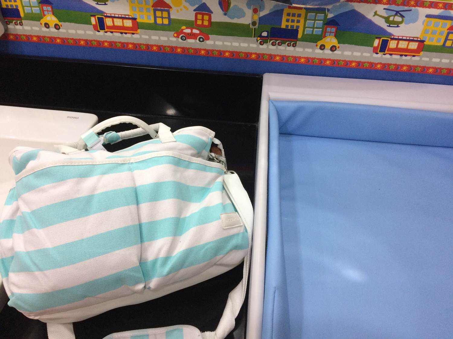 diaper bag di nursing room